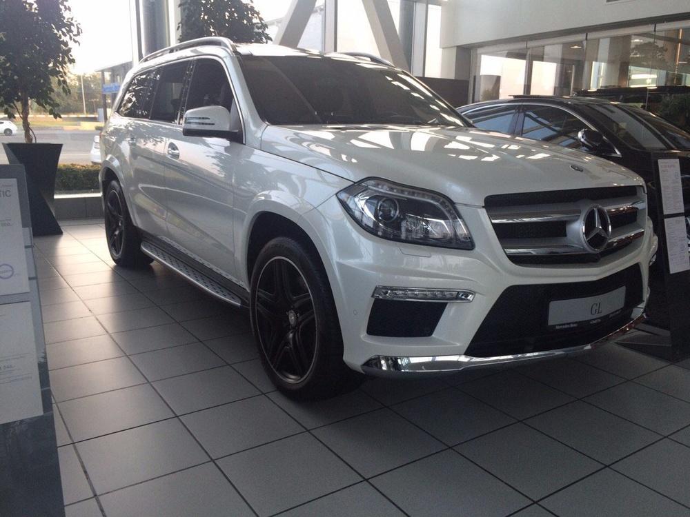 Подержанный Mercedes-Benz GL-Класс, отличное состояние, белый , 2015 года выпуска, цена 4 790 000 руб. в Екатеринбурге