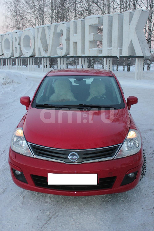 Подержанный Nissan Tiida, хорошее состояние, красный металлик, 2012 года выпуска, цена 450 000 руб. в Кемеровской области
