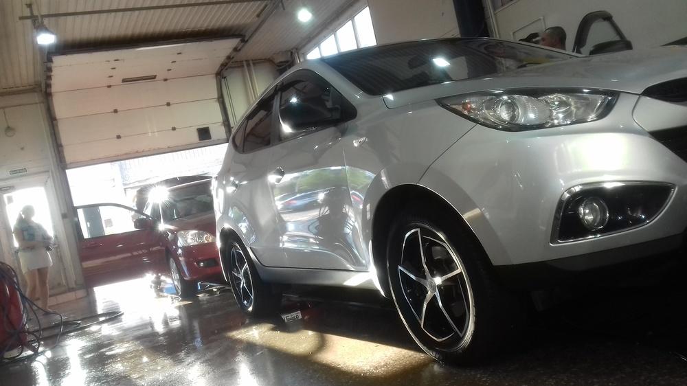 Подержанный Hyundai ix35, отличное состояние, серебряный металлик, 2013 года выпуска, цена 930 000 руб. в республике Татарстане