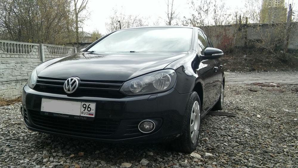 Подержанный Volkswagen Golf, хорошее состояние, черный , 2010 года выпуска, цена 480 000 руб. в Екатеринбурге