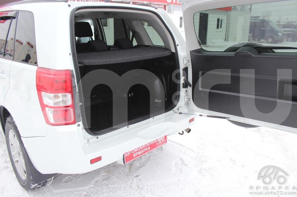 Suzuki Grand Vitara с пробегом, белый , отличное состояние, 2012 года выпуска, цена 899 000 руб. в автосалоне  ()