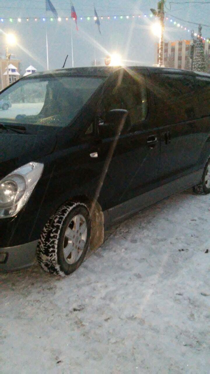 Подержанный Hyundai H-1, хорошее состояние, черный акрил, 2012 года выпуска, цена 850 000 руб. в Ульяновской области