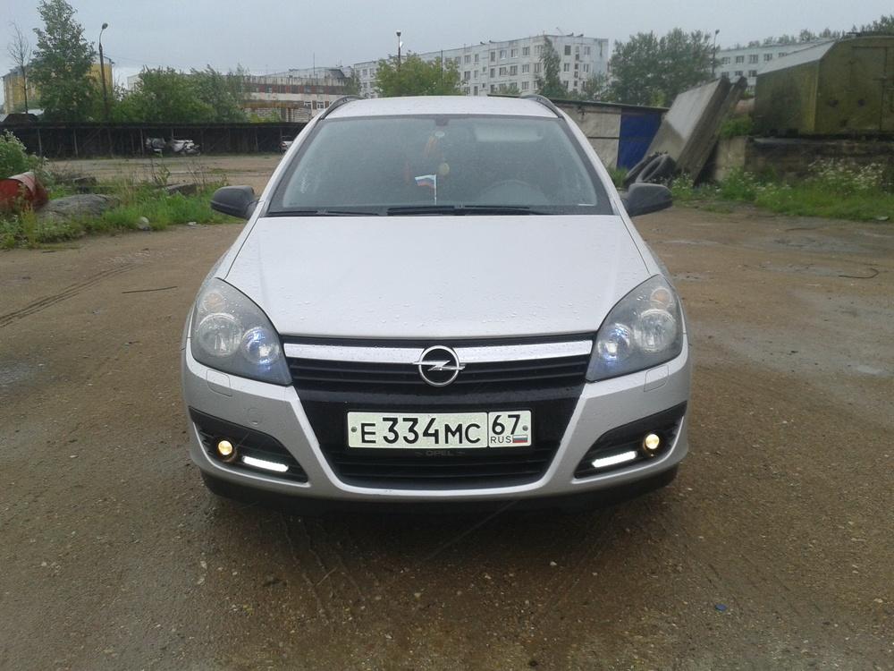 Подержанный Opel Astra, отличное состояние, серебряный металлик, 2007 года выпуска, цена 335 000 руб. в Смоленской области