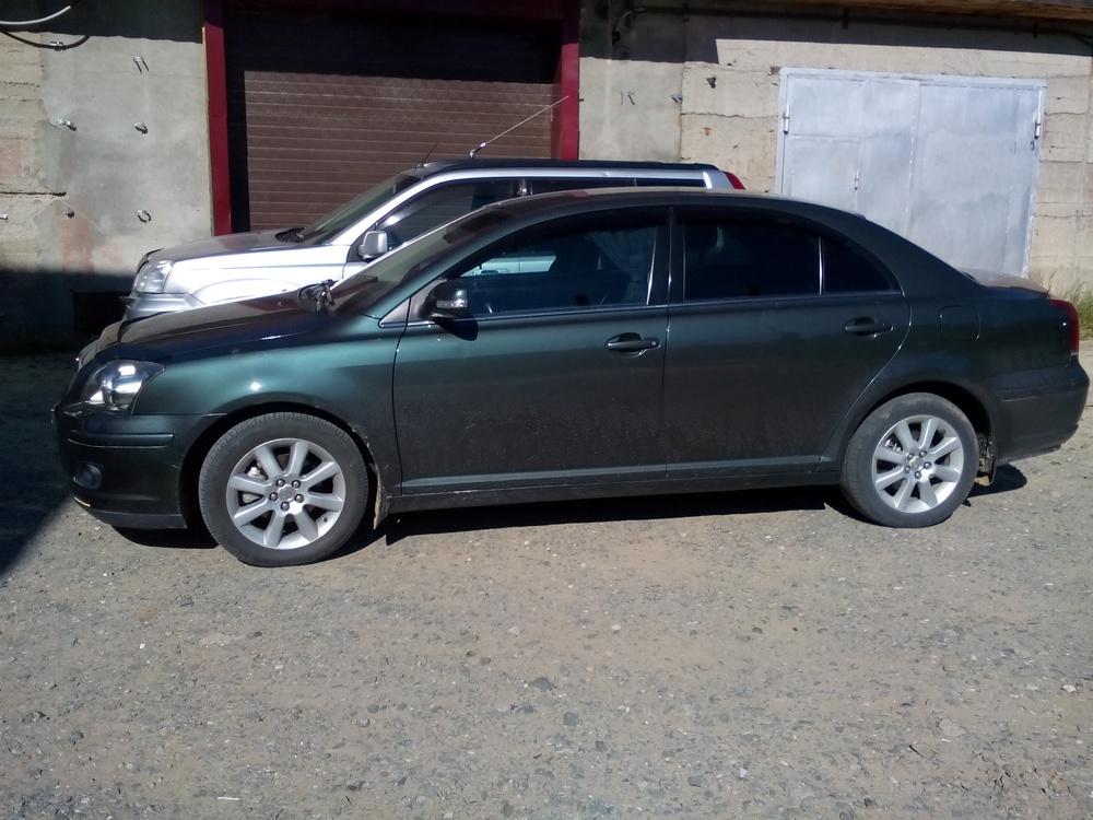 Подержанный Toyota Avensis, отличное состояние, зеленый металлик, 2008 года выпуска, цена 500 000 руб. в ао. Ханты-Мансийском Автономном округе - Югре
