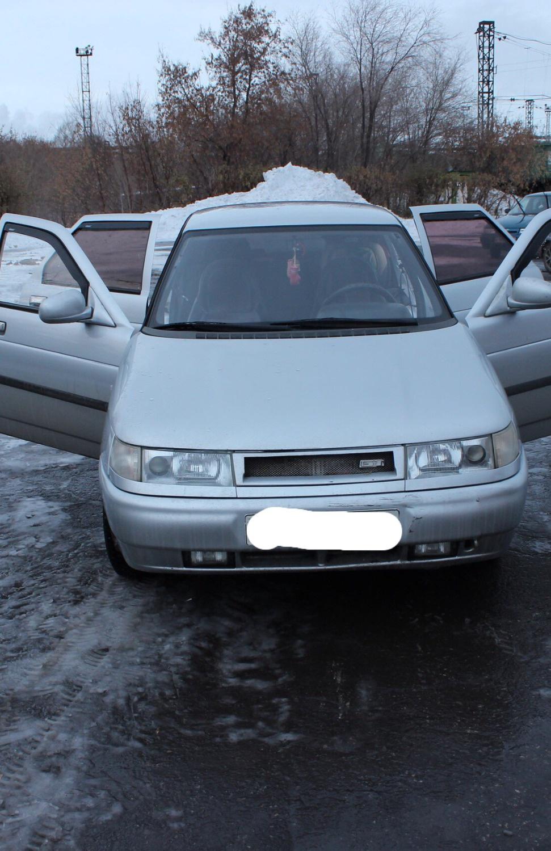Подержанный ВАЗ (Lada) 2112, хорошее состояние, белый , 2001 года выпуска, цена 80 000 руб. в Челябинской области