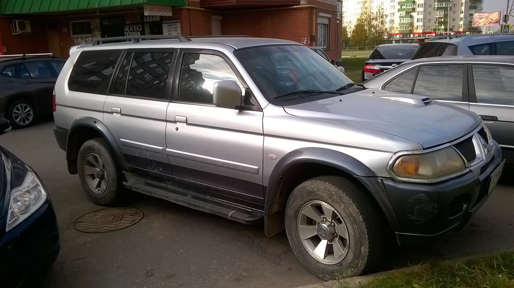 Подержанный Mitsubishi Pajero Sport, среднее состояние, серебряный , 2006 года выпуска, цена 530 000 руб. в Пскове