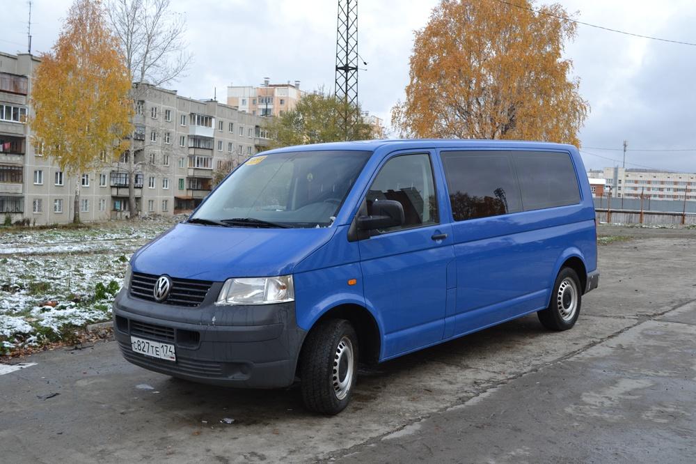 Подержанный Volkswagen Transporter, хорошее состояние, синий , 2006 года выпуска, цена 750 000 руб. в Челябинской области