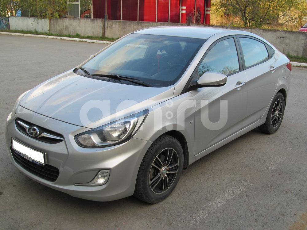 Подержанный Hyundai Solaris, отличное состояние, серебряный металлик, 2011 года выпуска, цена 450 000 руб. в Екатеринбурге