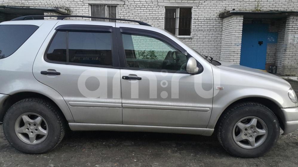 Подержанный Mercedes-Benz M-Класс, отличное состояние, серебряный , 2001 года выпуска, цена 500 000 руб. в ао. Ханты-Мансийском Автономном округе - Югре