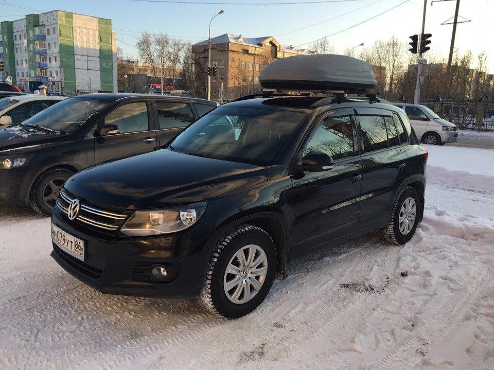 Подержанный Volkswagen Tiguan, отличное состояние, черный , 2011 года выпуска, цена 780 000 руб. в ао. Ханты-Мансийском Автономном округе - Югре