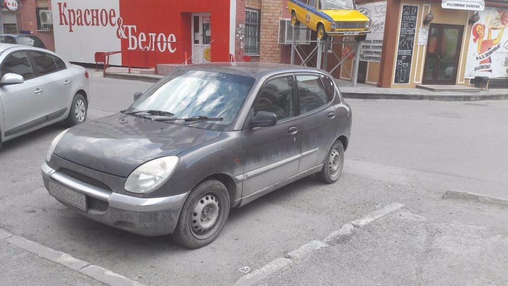 Подержанный Toyota Duet, отличное состояние, коричневый , 1998 года выпуска, цена 110 000 руб. в Тюмени