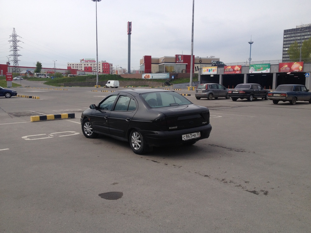 Подержанный Renault Megane, среднее состояние, черный , 1998 года выпуска, цена 80 000 руб. в Нижнем Новгороде