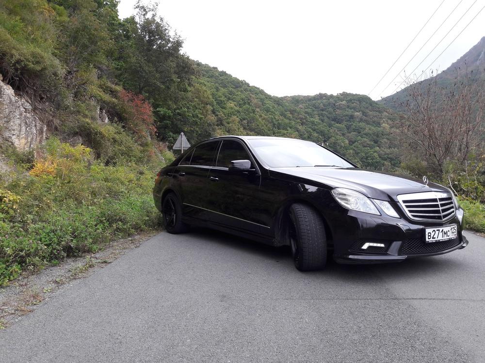 Подержанный Mercedes-Benz E-Класс, отличное состояние, черный , 2011 года выпуска, цена 1 550 000 руб. в Владивостоке