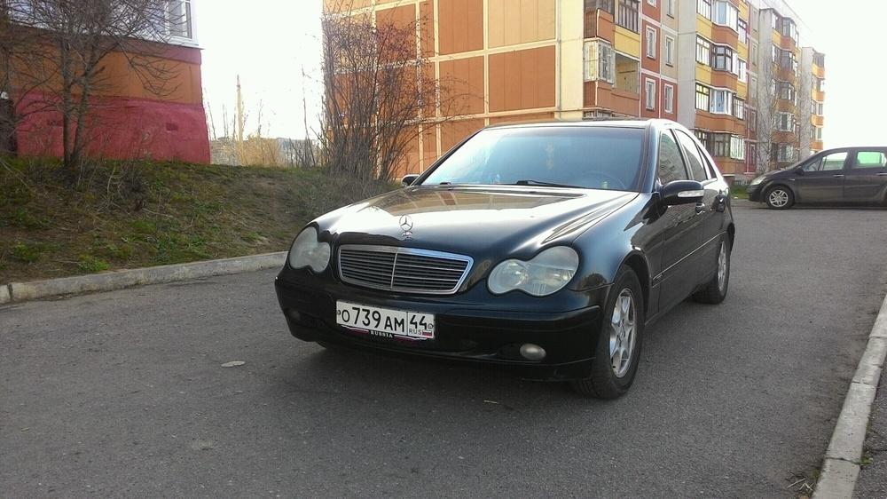 Подержанный Mercedes-Benz C-Класс, хорошее состояние, черный , 2003 года выпуска, цена 370 000 руб. в Костромской области