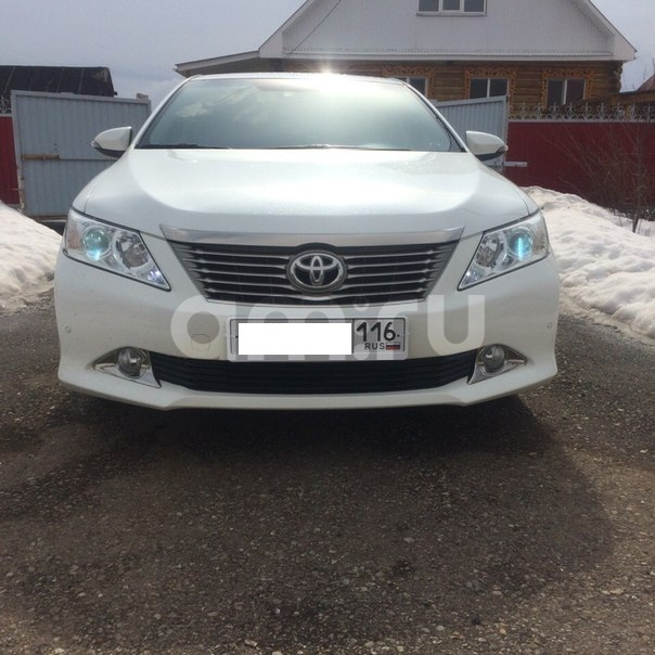 Подержанный Toyota Camry, отличное состояние, белый перламутр, 2014 года выпуска, цена 1 100 000 руб. в республике Татарстане