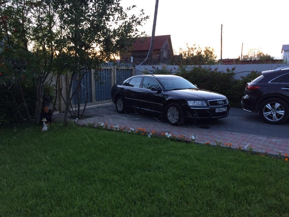 Подержанный Audi A8, хорошее состояние, черный металлик, 2003 года выпуска, цена 500 000 руб. в ао. Ханты-Мансийском Автономном округе - Югре