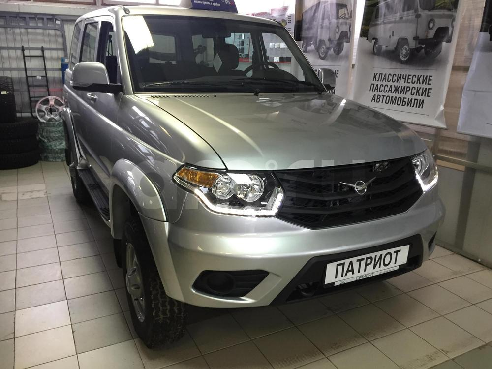 Новый авто УАЗ Patriot, серебряный металлик, 2016 года выпуска, цена 629 900 руб. в автосалоне  ()
