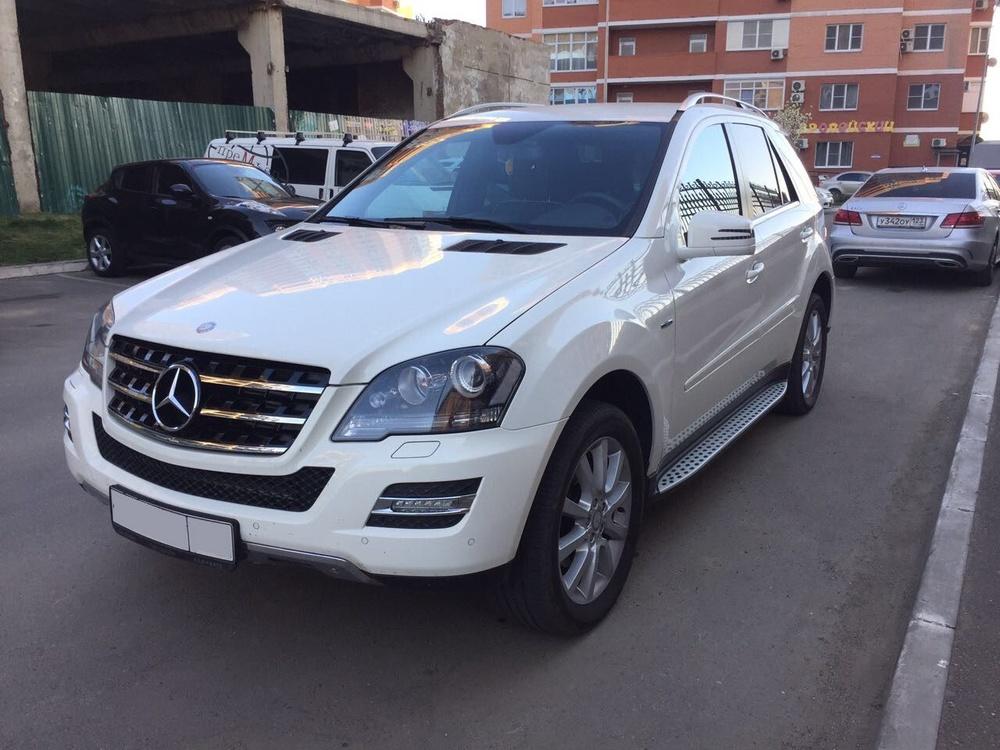 Подержанный Mercedes-Benz M-Класс, отличное состояние, белый , 2011 года выпуска, цена 1 600 000 руб. в Краснодаре