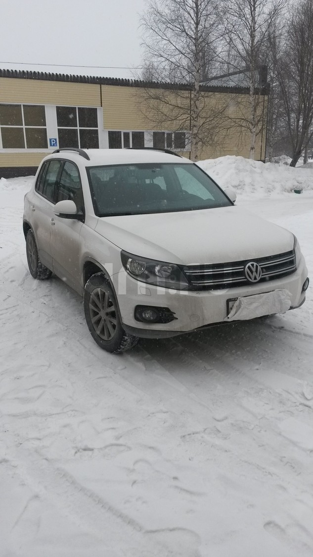 Подержанный Volkswagen Tiguan, отличное состояние, белый , 2013 года выпуска, цена 1 299 999 руб. в ао. Ханты-Мансийском Автономном округе - Югре