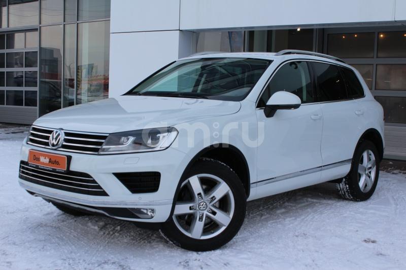 Volkswagen Touareg с пробегом, белый , отличное состояние, 2015 года выпуска, цена 3 099 000 руб. в автосалоне Автобан-Запад (Екатеринбург, ул. Металлургов, д. 67)