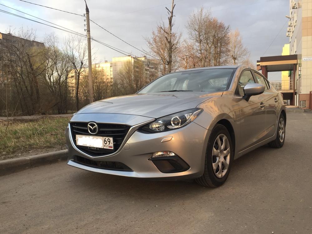 Подержанный Mazda 3, хорошее состояние, серый , 2013 года выпуска, цена 680 000 руб. в Твери
