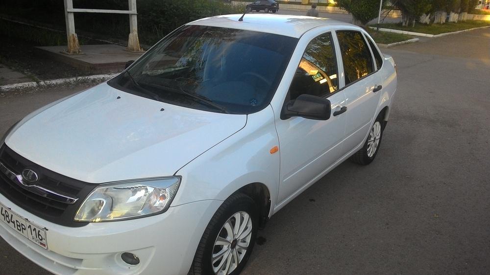 Подержанный ВАЗ (Lada) Granta, отличное состояние, белый , 2013 года выпуска, цена 350 000 руб. в республике Татарстане