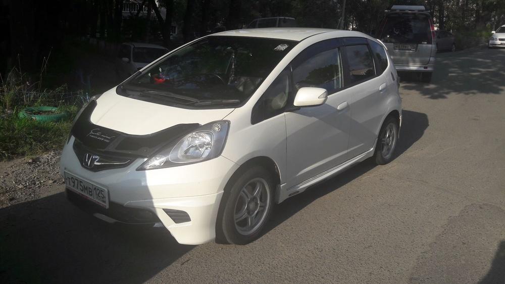 Подержанный Honda Fit, хорошее состояние, белый перламутр, 2010 года выпуска, цена 400 000 руб. в Владивостоке