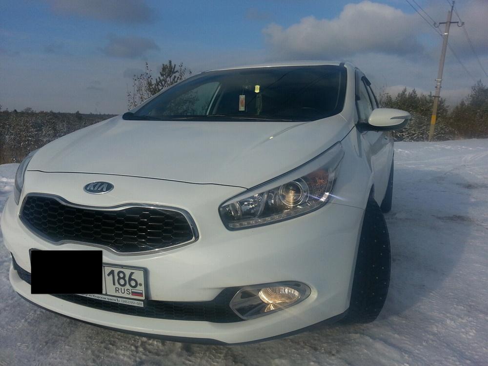 Подержанный Kia Cee'd, отличное состояние, белый , 2014 года выпуска, цена 750 000 руб. в ао. Ханты-Мансийском Автономном округе - Югре