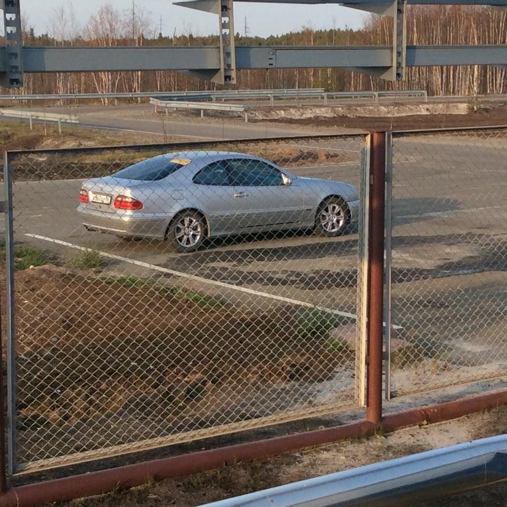 Подержанный Mercedes-Benz CLK-Класс, хорошее состояние, серебряный акрил, 2001 года выпуска, цена 340 000 руб. в ао. Ханты-Мансийском Автономном округе - Югре