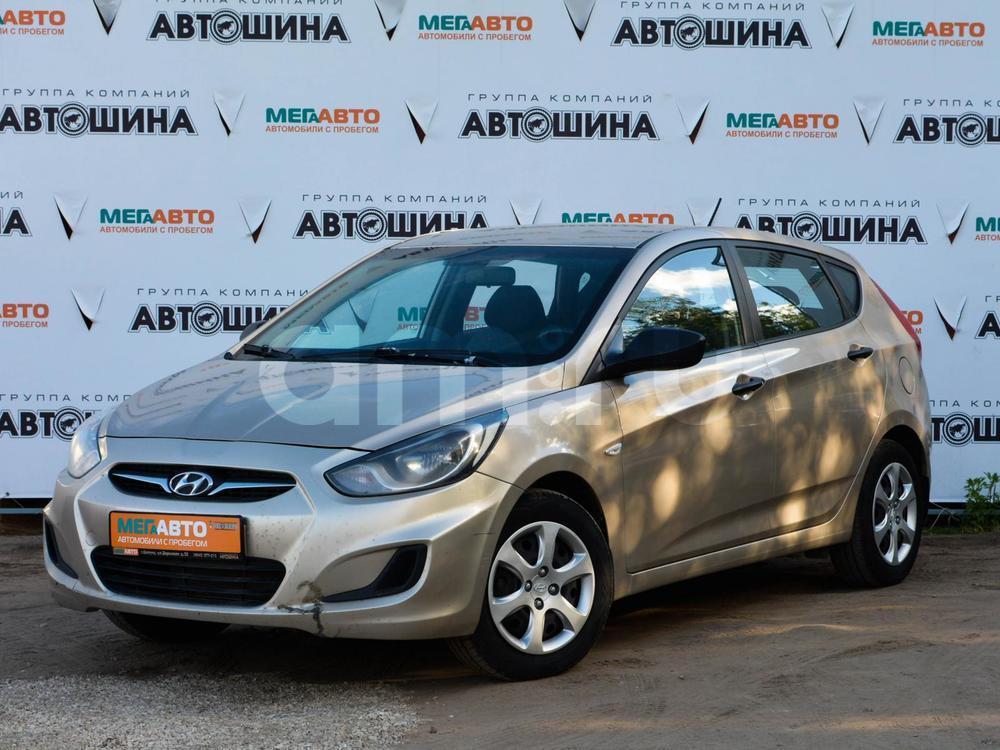 Hyundai Solaris с пробегом, бежевый металлик, отличное состояние, 2013 года выпуска, цена 460 000 руб. в автосалоне Мега Авто Калуга (Калуга, ул. Зерновая, д. 28)