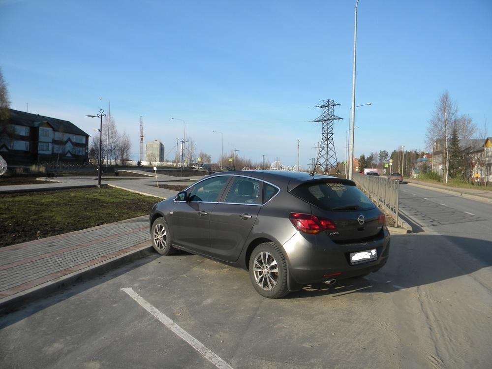Подержанный Opel Astra, отличное состояние, серый металлик, 2011 года выпуска, цена 470 000 руб. в ао. Ханты-Мансийском Автономном округе - Югре