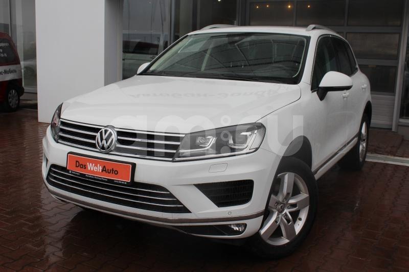 Volkswagen Touareg с пробегом, белый , отличное состояние, 2015 года выпуска, цена 2 950 000 руб. в автосалоне Автобан-Запад (Екатеринбург, ул. Металлургов, д. 67)