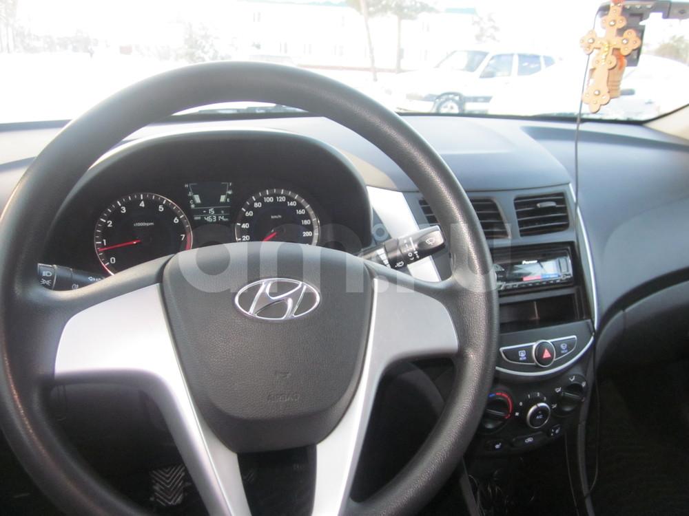 Подержанный Hyundai Solaris, отличное состояние, бежевый , 2013 года выпуска, цена 450 000 руб. в ао. Ханты-Мансийском Автономном округе - Югре