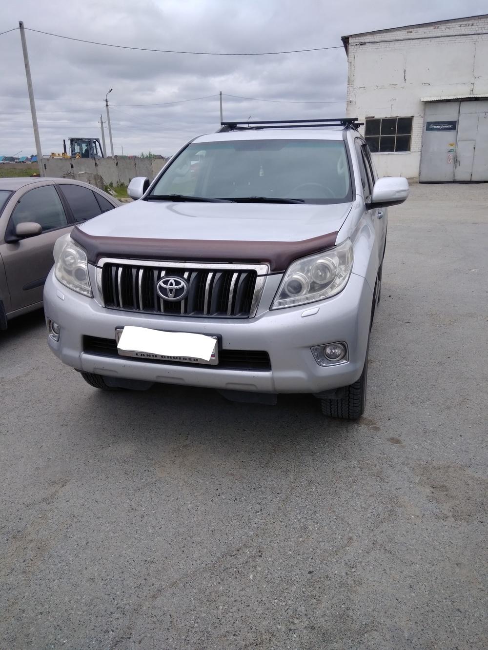 Подержанный Toyota Land Cruiser Prado, отличное состояние, серебряный , 2010 года выпуска, цена 1 500 000 руб. в Тюмени