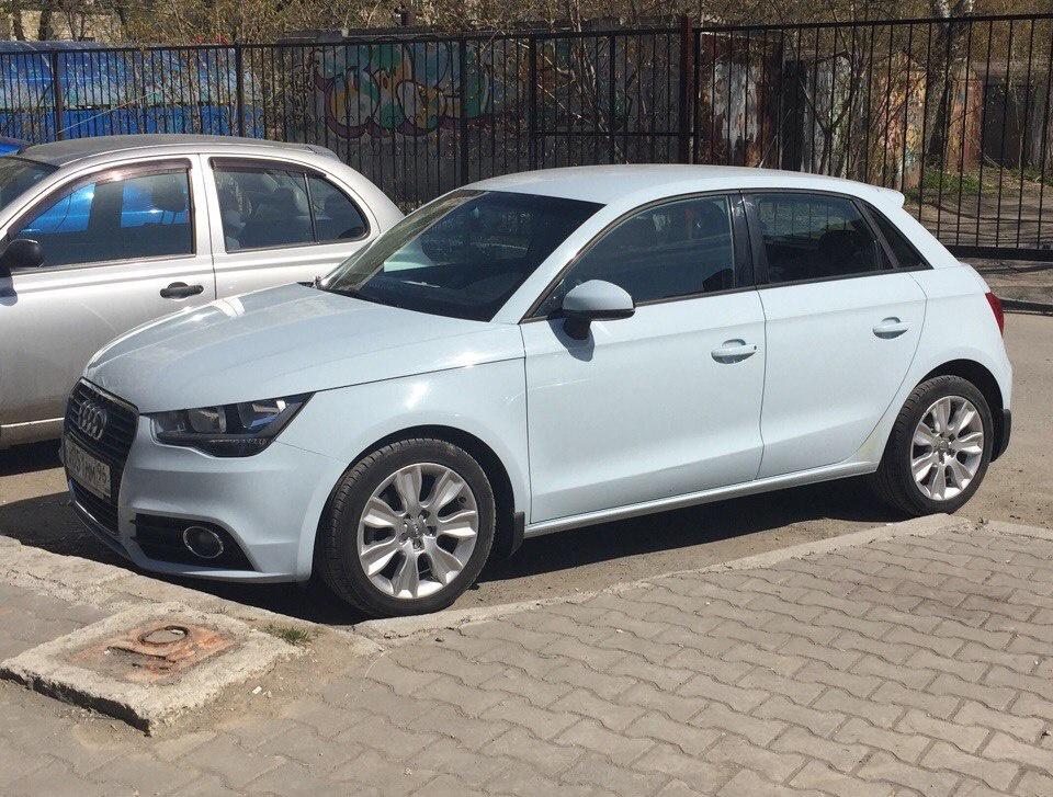 Подержанный Audi A1, хорошее состояние, голубой , 2013 года выпуска, цена 635 000 руб. в Екатеринбурге