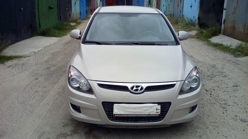 Подержанный Hyundai i30, отличное состояние, бежевый металлик, 2009 года выпуска, цена 420 000 руб. в ао. Ханты-Мансийском Автономном округе - Югре