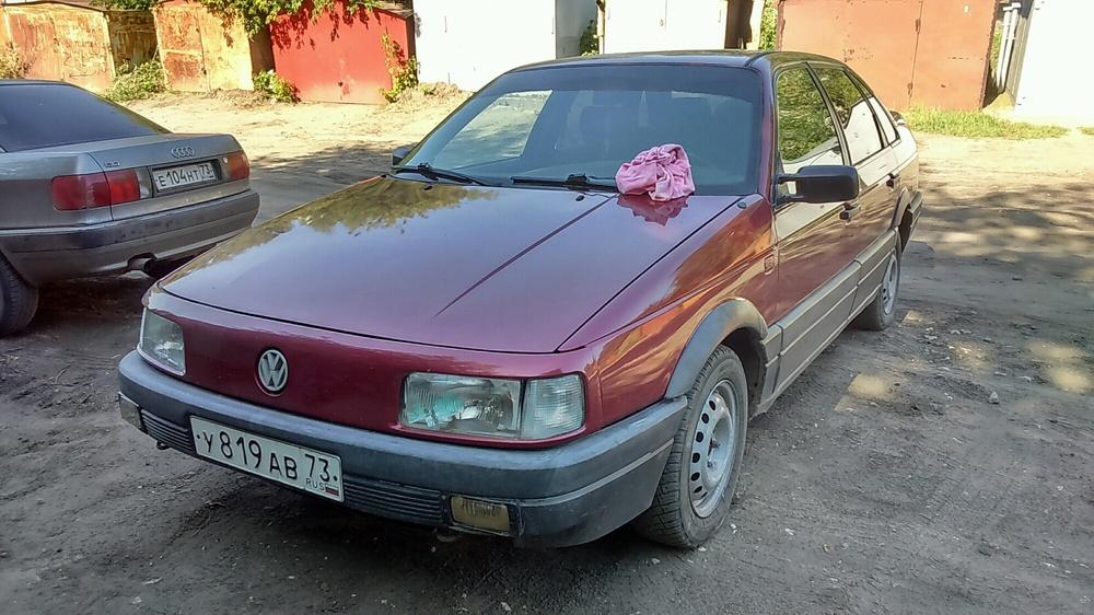 Подержанный Volkswagen Passat, хорошее состояние, красный , 1989 года выпуска, цена 104 000 руб. в Ульяновске