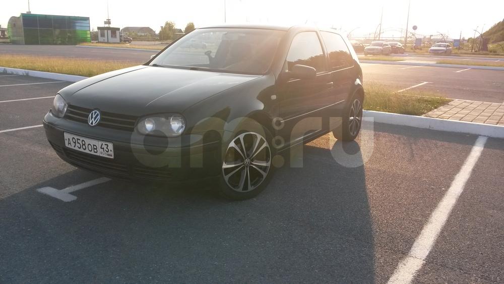 Подержанный Volkswagen Golf, хорошее состояние, зеленый металлик, 2000 года выпуска, цена 210 000 руб. в ао. Ханты-Мансийском Автономном округе - Югре