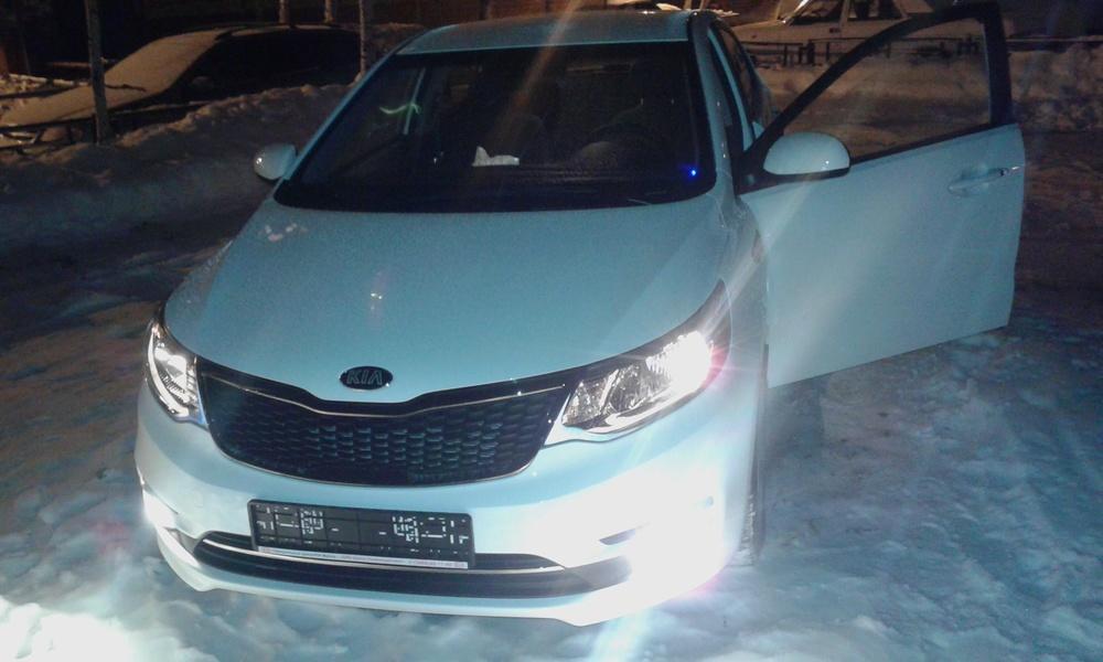 Подержанный Kia Rio, отличное состояние, белый , 2015 года выпуска, цена 650 000 руб. в ао. Ханты-Мансийском Автономном округе - Югре