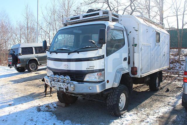 Подержанный Toyota Dyna, отличное состояние, белый , 2004 года выпуска, цена 2 500 000 руб. в Владивостоке