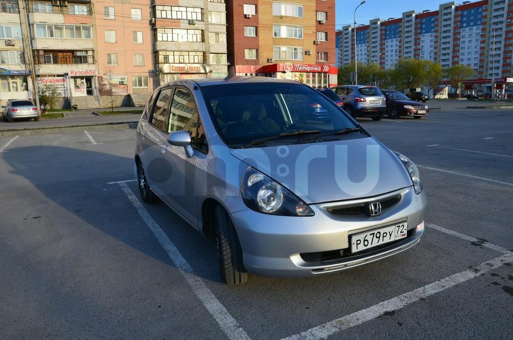 Подержанный Honda Fit, отличное состояние, серебряный металлик, 2002 года выпуска, цена 250 000 руб. в Тюмени