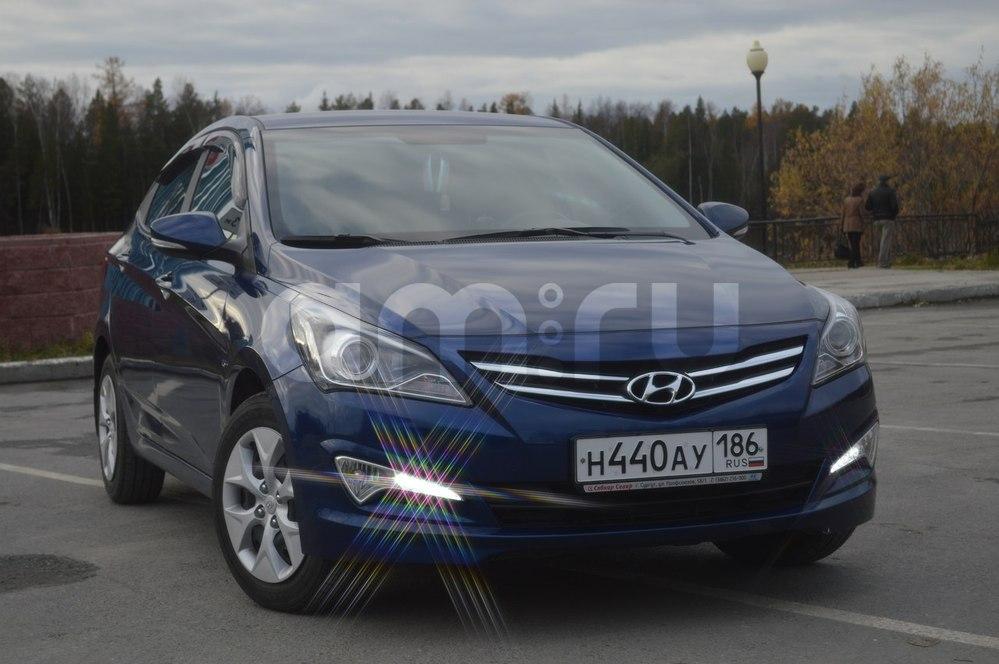 Подержанный Hyundai Solaris, отличное состояние, синий , 2014 года выпуска, цена 690 000 руб. в ао. Ханты-Мансийском Автономном округе - Югре