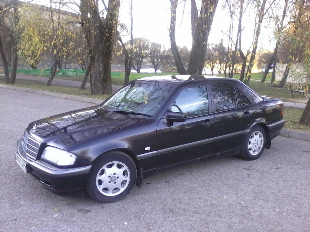 Подержанный Mercedes-Benz C-Класс, хорошее состояние, черный металлик, 1999 года выпуска, цена 250 000 руб. в Пскове