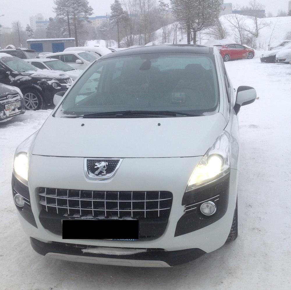 Подержанный Peugeot 3008, хорошее состояние, белый перламутр, 2012 года выпуска, цена 720 000 руб. в ао. Ханты-Мансийском Автономном округе - Югре