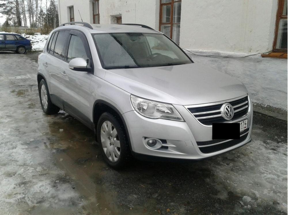 Подержанный Volkswagen Tiguan, хорошее состояние, серебряный металлик, 2010 года выпуска, цена 650 000 руб. в Челябинской области
