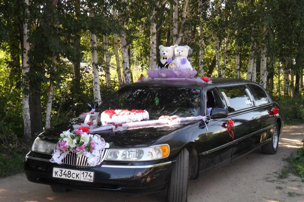 Подержанный Lincoln Town Car, хорошее состояние, черный , 1998 года выпуска, цена 450 000 руб. в Челябинской области
