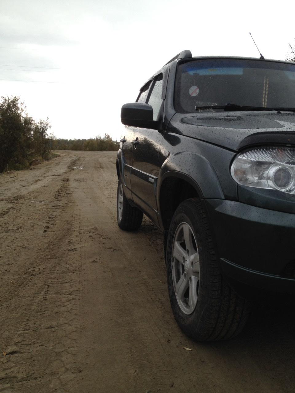 Подержанный Chevrolet Niva, отличное состояние, зеленый , 2014 года выпуска, цена 490 000 руб. в ао. Ханты-Мансийском Автономном округе - Югре