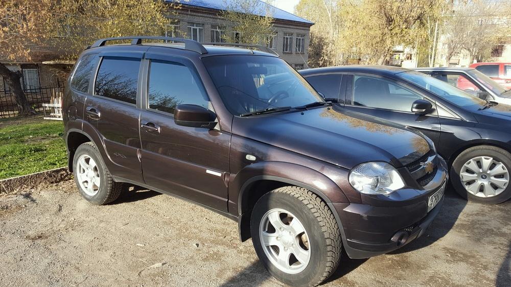 Подержанный Chevrolet Niva, хорошее состояние, коричневый , 2012 года выпуска, цена 395 000 руб. в Челябинской области