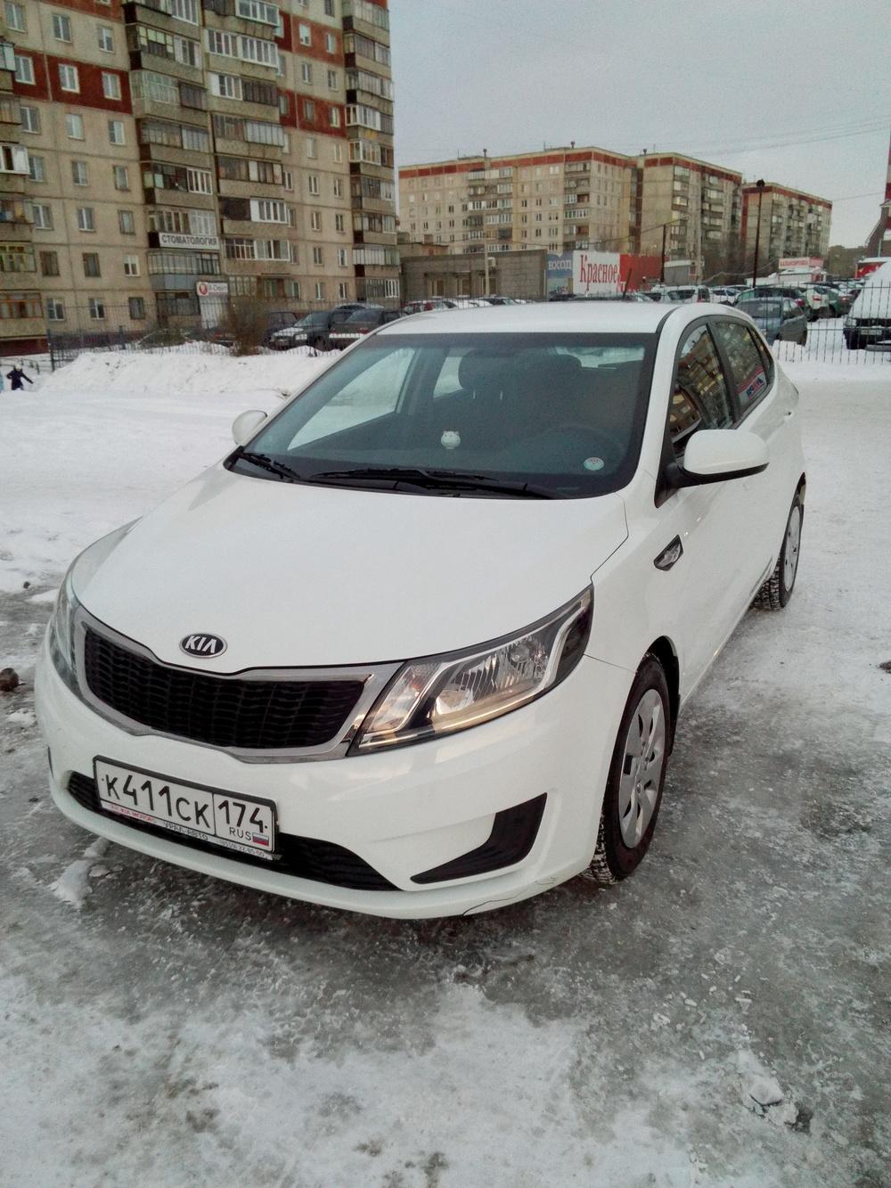 Подержанный Kia Rio, отличное состояние, белый , 2013 года выпуска, цена 500 000 руб. в Челябинской области