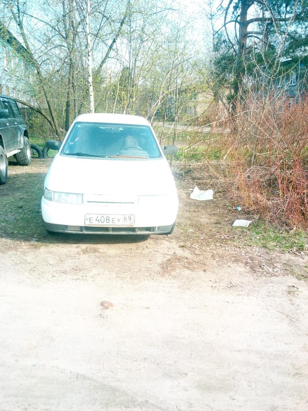 Подержанный ВАЗ (Lada) 2112, плохое состояние, белый , 2001 года выпуска, цена 45 000 руб. в Твери